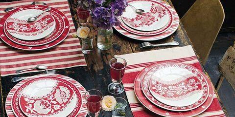 Serveware, Dishware, Tablecloth, Tableware, Plate, Linens, Porcelain, Home accessories, Platter, Dinnerware set,