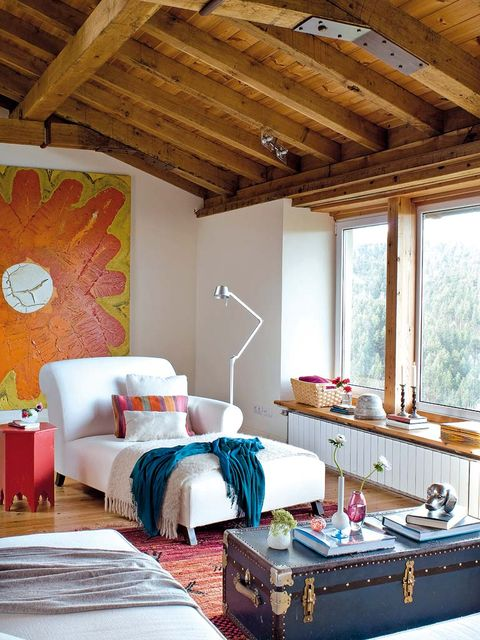 Wood, Room, Interior design, Textile, Floor, Ceiling, Wall, Bed, Linens, Bedding,
