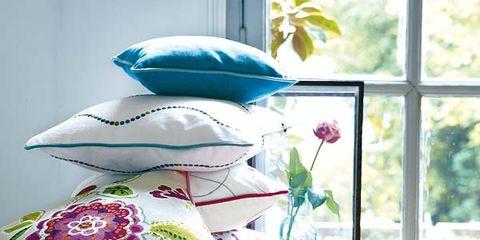Serveware, Textile, Dishware, Porcelain, Pink, Magenta, Purple, Pattern, Interior design, Creative arts,