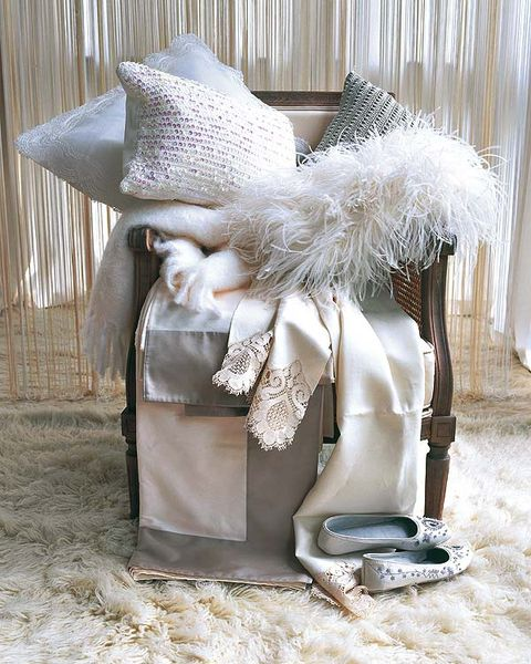 Costume accessory, Natural material, Home accessories, Costume hat, Silver, Embellishment, Feather,