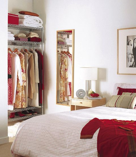 Room, Bed, Interior design, Textile, Linens, Wall, Bedroom, Bedding, Bed sheet, Floor,