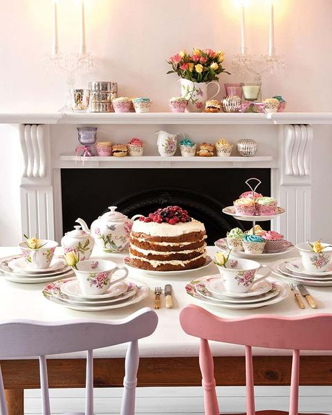 Serveware, Sweetness, Cuisine, Food, Cake, Dishware, Ingredient, Dessert, Baked goods, Cake decorating,