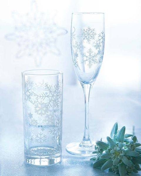 Drinkware, Blue, Glass, Barware, Stemware, Liquid, Tableware, Transparent material, Champagne stemware, Serveware,