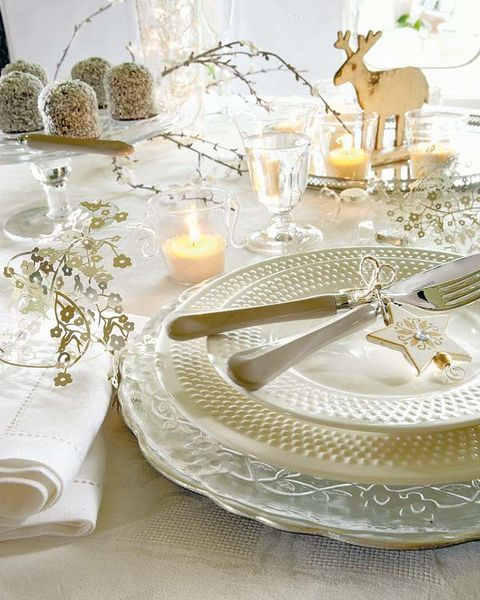Serveware, Deer, Dishware, Tablecloth, Interior design, Centrepiece, Candle, Linens, Antler, Home accessories,