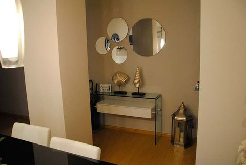 Lighting, Interior design, Room, Wall, Interior design, Lighting accessory, Lamp, Light fixture, Lampshade, Mirror,