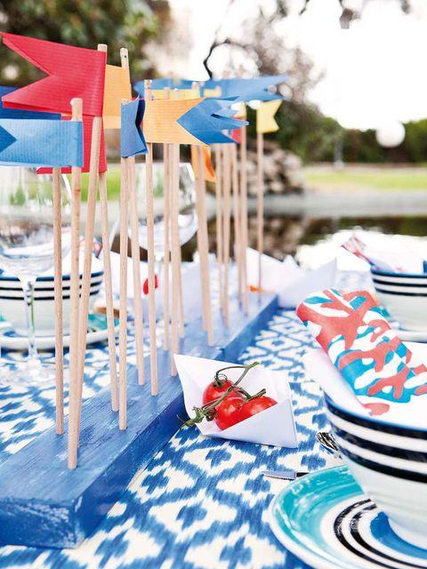Dishware, Serveware, Tablecloth, Porcelain, Plate, Linens, Home accessories, Blue and white porcelain, Walking shoe, Ceramic,