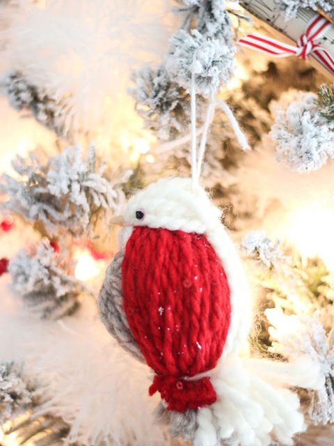 Event, Winter, Beak, Carmine, Christmas, Bird, Holiday, Christmas decoration, Natural material, Costume accessory,