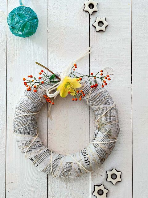Jewellery, Wreath, Circle, Natural material, Bracelet, Body jewelry, Symbol,