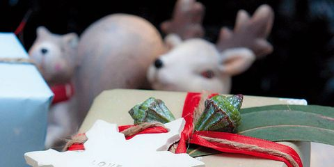 Gift wrapping, Confectionery, Rabbits and Hares, Party supply, Carmine, Present, Ingredient, Dessert, Rabbit, Ribbon,