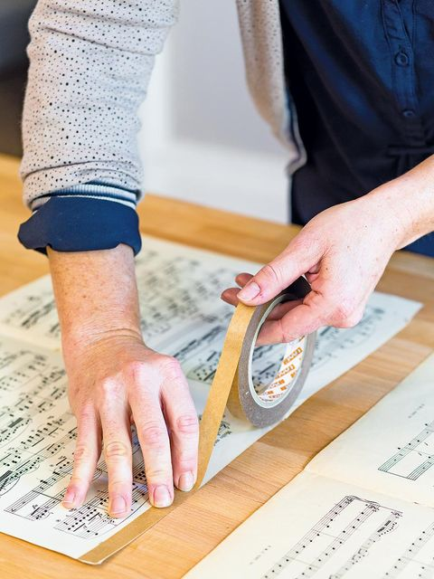 Finger, Hand, Nail, Wrist, Kitchen utensil, Artisan, Wood stain, Plate, Writing, Learning,
