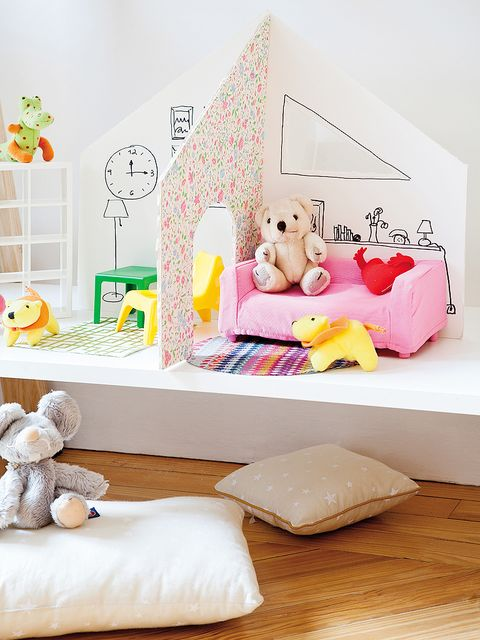 Room, Textile, Toy, Pink, Stuffed toy, Home accessories, Pillow, Cushion, Interior design, Bedding,