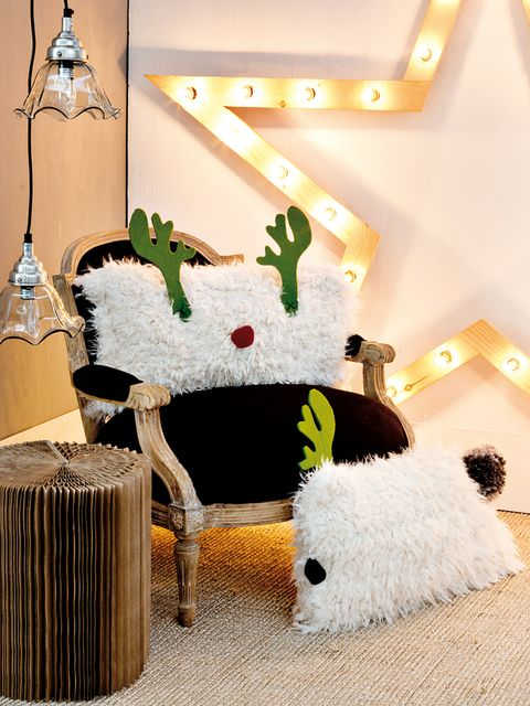 Room, Stuffed toy, Interior design, Plush, Light fixture, Home accessories, Lighting accessory, Toy, Christmas, Fur,