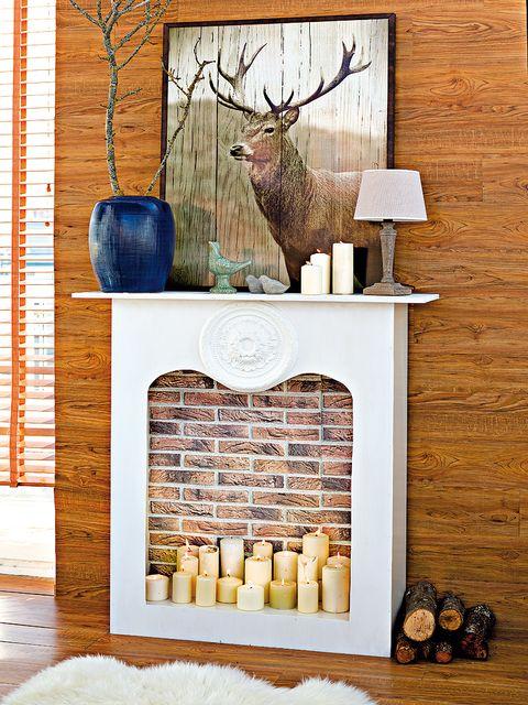 Deer, Elk, Wood, Reindeer, Antler, Natural material, Horn, Barren ground Caribou, Fawn, Twig,