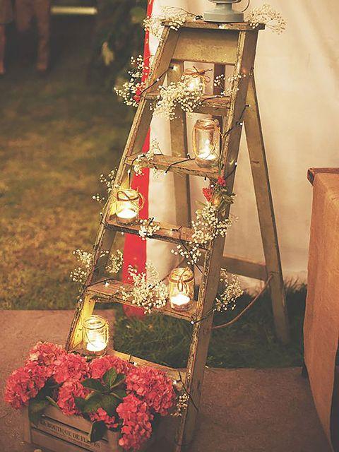 Carmine, Flower Arranging, Floristry, Floral design, Cut flowers, Artificial flower, Creative arts, Bouquet, Flowerpot, Christmas,