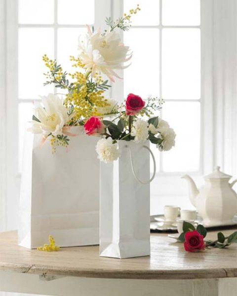Petal, Flower, Bouquet, Cut flowers, Pink, Serveware, Artifact, Flower Arranging, Floristry, Flowering plant,
