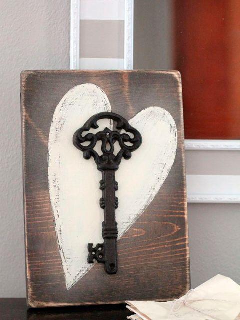 cuadro con corazón y llave antigua