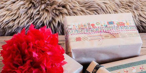 Pink, Petal, Tan, Cut flowers, Flower Arranging, Natural material, Present, Floral design, Paper product, Wallet,