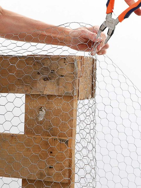 Wire fencing, Mesh, Net, Chain-link fencing, Wrist, Composite material, Building material, Fence, Mosaic,