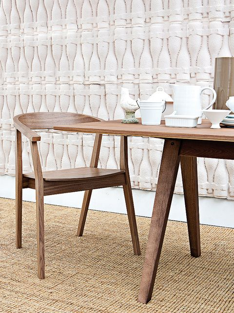 Wood, Room, Table, Furniture, Floor, Serveware, Linens, Beige, Hardwood, Dishware,