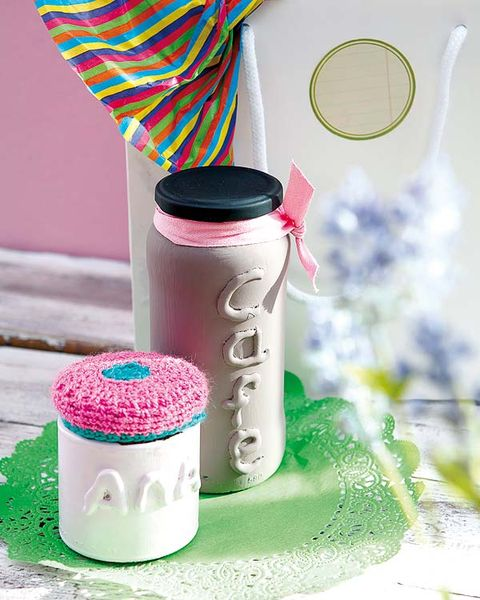 Pink, Magenta, Drinkware, Lid, Racket, Plastic, Kitchen utensil, Flask, Food storage containers, Cylinder,