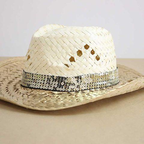 sombrero de playa de paja y dorado