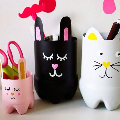 Paper bag, Bag, Shopping bag, Small to medium-sized cats, Party supply, Shoulder bag, Felidae, Paper product, Paper, Tote bag,