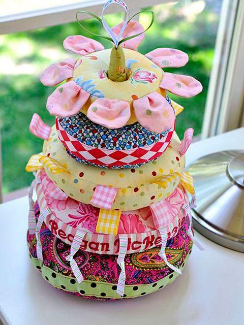 Pink, Cake decorating, Sugar paste, Cake, Sweetness, Food, Sugar cake, Pasteles, Baked goods, Buttercream,