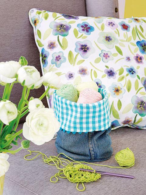 Textile, Pattern, Petal, Linens, Bouquet, Cut flowers, Cushion, Flowering plant, Rose family, Rose order,