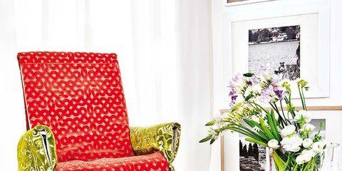 Room, Interior design, Furniture, Bouquet, Petal, Interior design, Living room, Pillow, Home, Cut flowers,