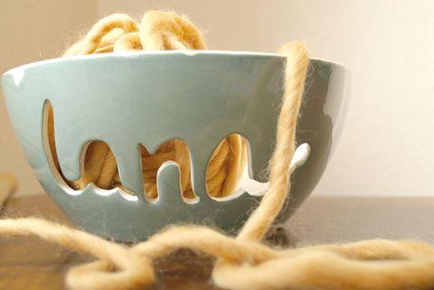 cuenco de cerámica para lanas hecho a mano