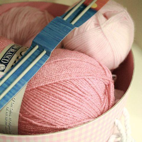 ovillos de lana rosa