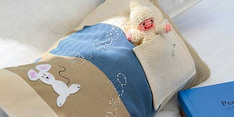 Textile, Toy, Stuffed toy, Beige, Cushion, Home accessories, Plush, Baby toys, Creative arts, Linens,