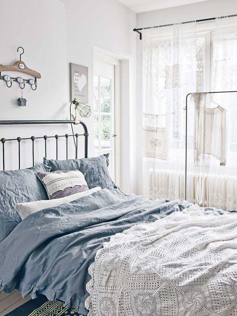 Bed, Room, Interior design, Property, Textile, Wall, Bedding, Floor, Bedroom, Bed sheet,