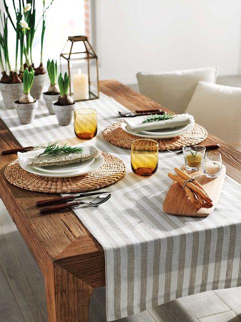 Tablecloth, Serveware, Dishware, Food, Table, Furniture, Tableware, Meal, Linens, Cuisine,