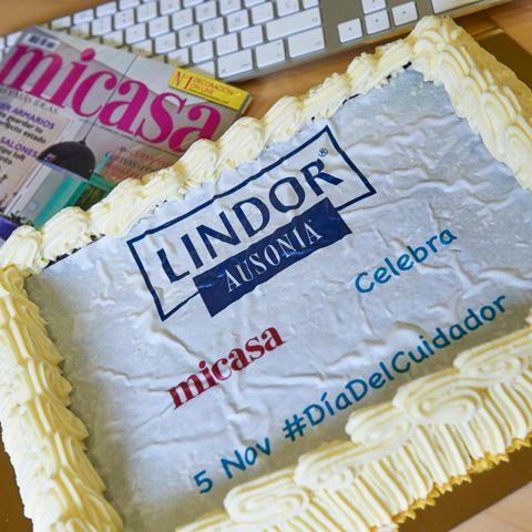 Food, Cuisine, Sweetness, Dessert, Ingredient, Cake, Baked goods, Office equipment, Cake decorating, Cake decorating supply,
