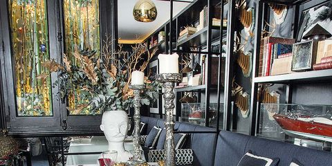 Tablecloth, Dishware, Serveware, Interior design, Room, Table, Furniture, Linens, Tableware, Shelf,
