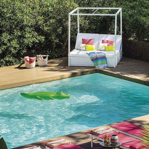 Swimming pool, Water, Leisure, Fluid, Aqua, Water feature, Leisure centre, Outdoor furniture, Net, Backyard,