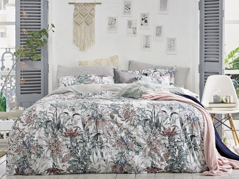 Bedding, Bed sheet, Bed, Furniture, Duvet cover, Bed frame, Textile, Room, Bedroom, Duvet,