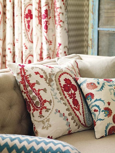 Interior design, Green, Textile, Room, Red, Pattern, Linens, Cushion, Window treatment, Interior design,