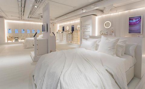 Room, Property, Furniture, Interior design, Bed, Bed sheet, Bedding, Bedroom, Ceiling, Building,