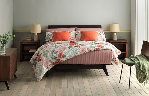 Bedroom, Bed, Furniture, Bedding, Bed sheet, Room, Bed frame, Duvet cover, Floor, Interior design,