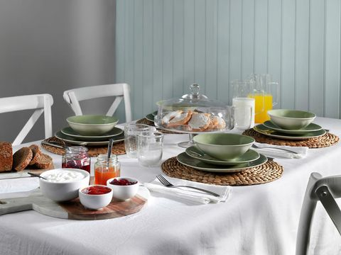 Table, Furniture, Saucer, Orange, Serveware, Room, Interior design, Brunch, Tableware, Meal,