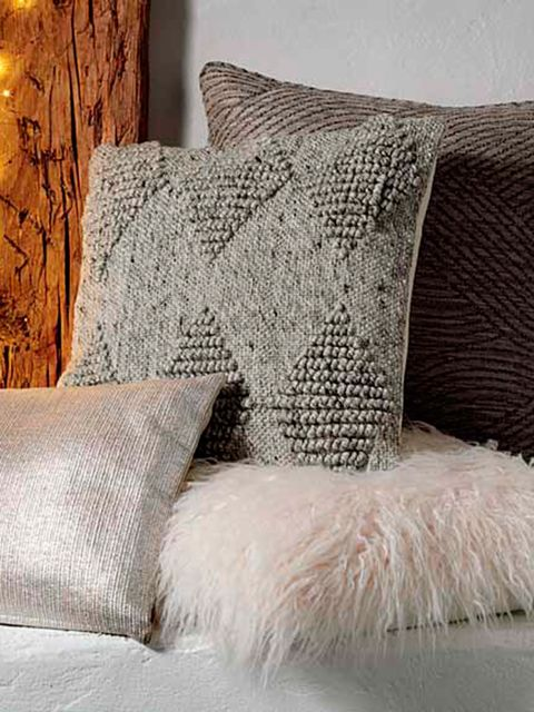 Pillow, Bedding, Cushion, Throw pillow, Furniture, Room, Bedroom, Fur, Textile, Duvet cover,