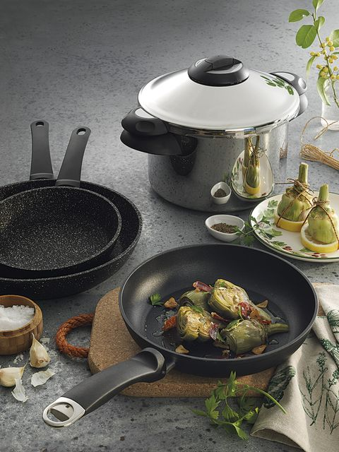 Frying pan, Food, Dish, Cookware and bakeware, Cuisine, Wok, Ingredient, Karahi, Recipe, Still life photography,