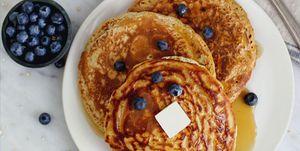 Pancakes de avena con arándanos