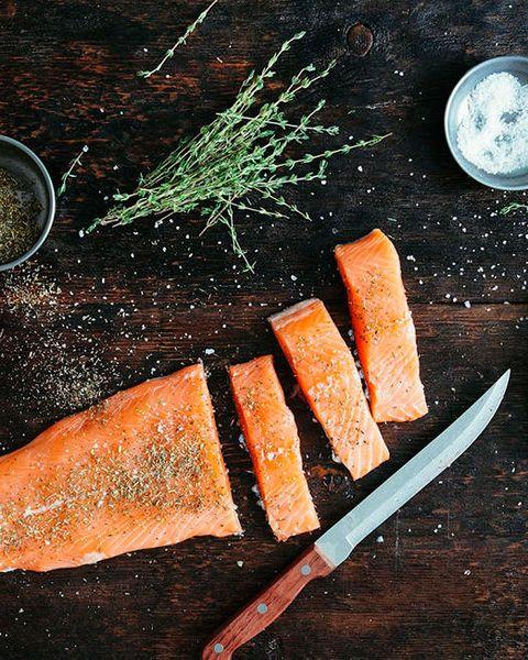 salmón crudo