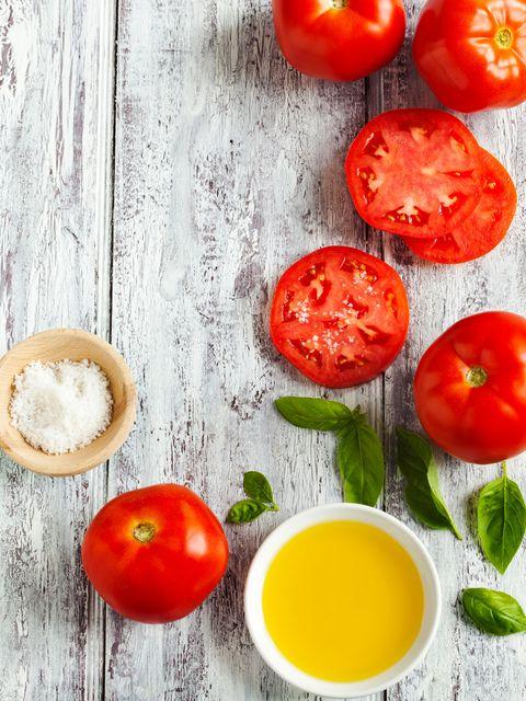 Serveware, Tomato, Vegetable, Ingredient, Food, Produce, Dishware, Plum tomato, Fruit, Tableware,
