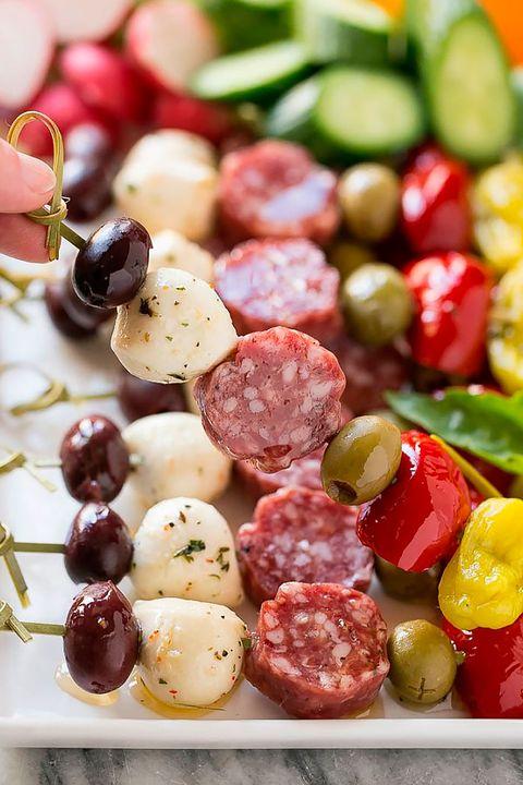 brocheta de salami con vegetales