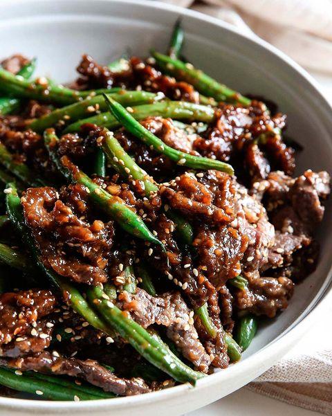 Carne con gengibre y sésamo