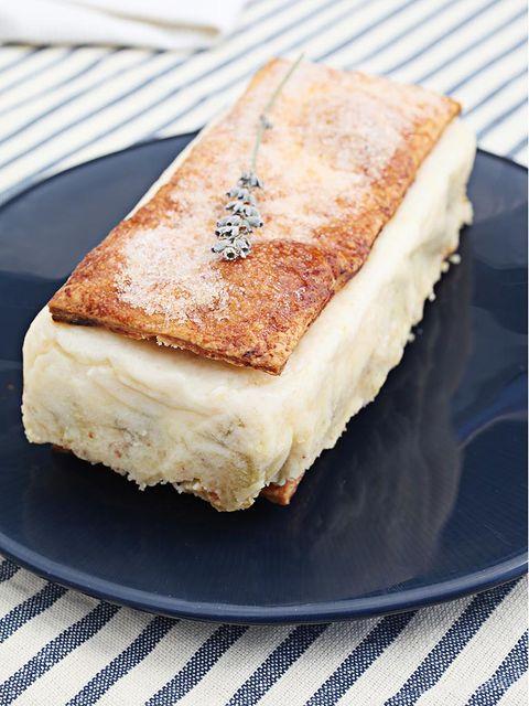 Food, Cuisine, Ingredient, Dish, Plate, Baked goods, Sandwich, Finger food, Breakfast, Snack,